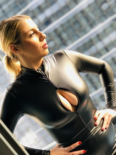 Mistress Eva Gold